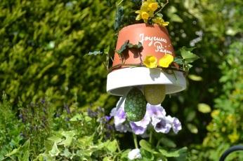 cloche de Pâques dans le jardin