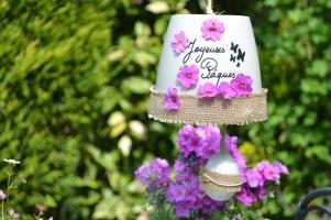cloche mauve de fleurs de primevères