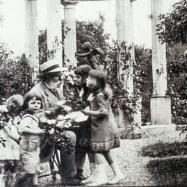 Jules-Gravereaux et ses petits enfants