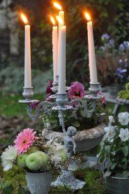 chandelier allumé le soir