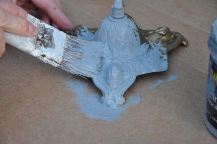 peindre le pied du chandelier