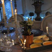 table de fêtes et crèmes brûlées