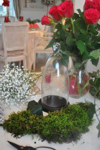 matériel: mousse, cloche, roses...