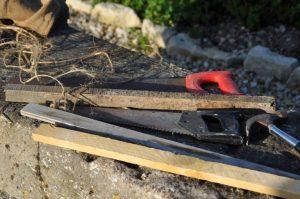 matériel: bois, ficelle, marteau