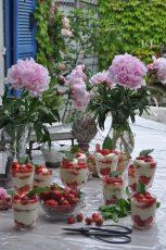 Pivoines et tiramisu aux fraises