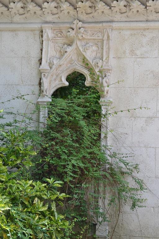 fenêtre des ruines dite de l'abbaye de longchamp