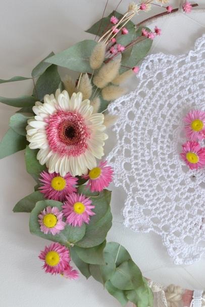 fleurs sur attrape-rêves