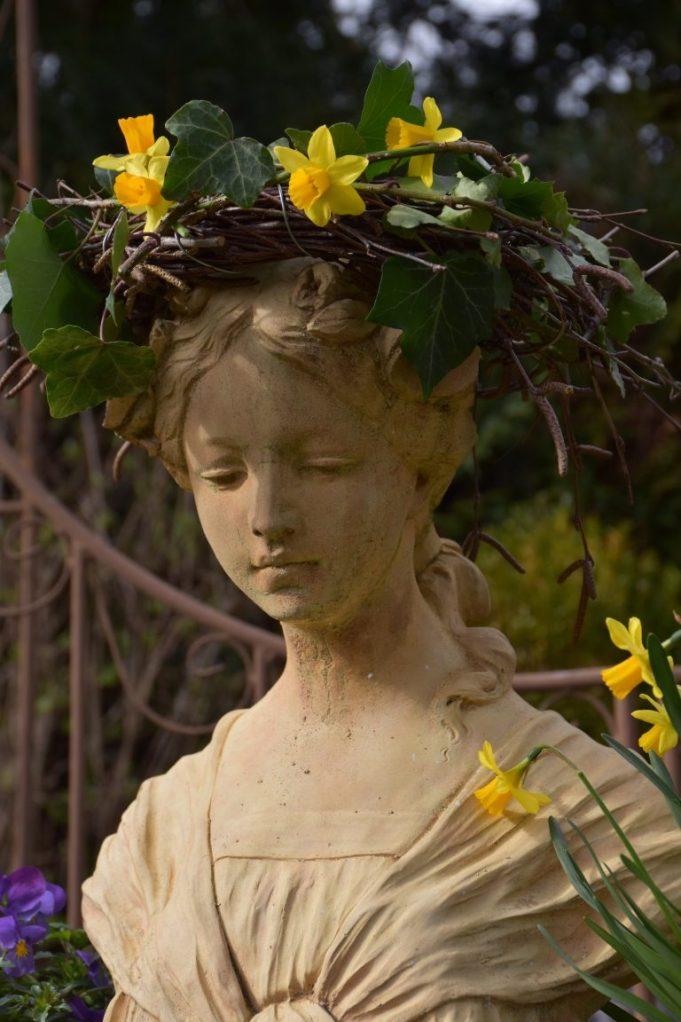 Aurore couronne de lierre au soleil