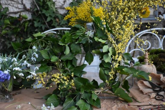 couronne de lierre et jasmin d'hiver