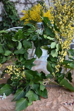 couronne de lierre, jasmin d'hiver et mimosa