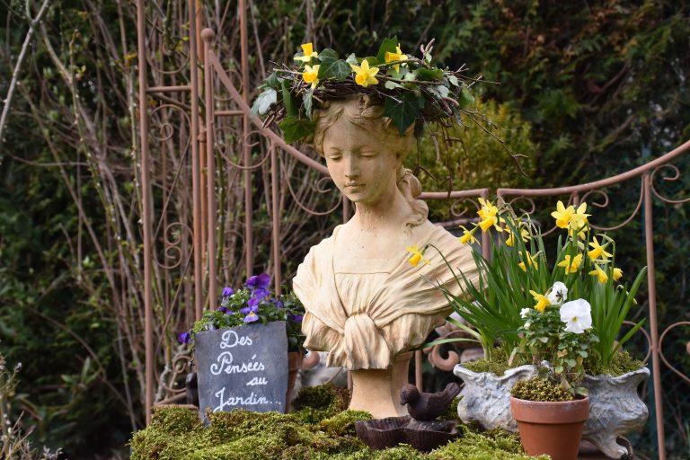 printemps aurore et couronne de lierre