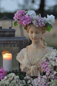 Flore aux hortensias et lanterne